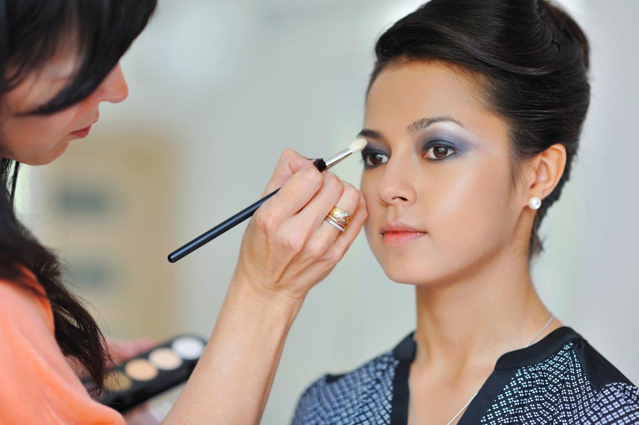 Makeup artist training dubai